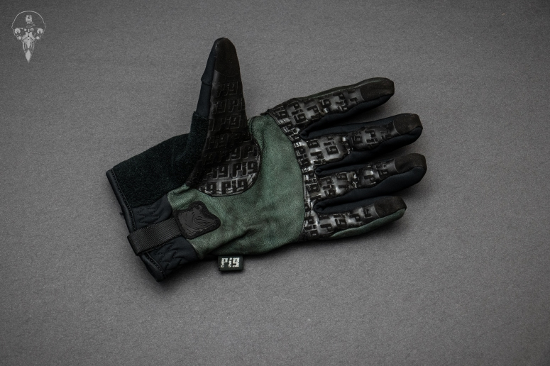 Flat lay palm shot of the SKD PIG Insulated glove