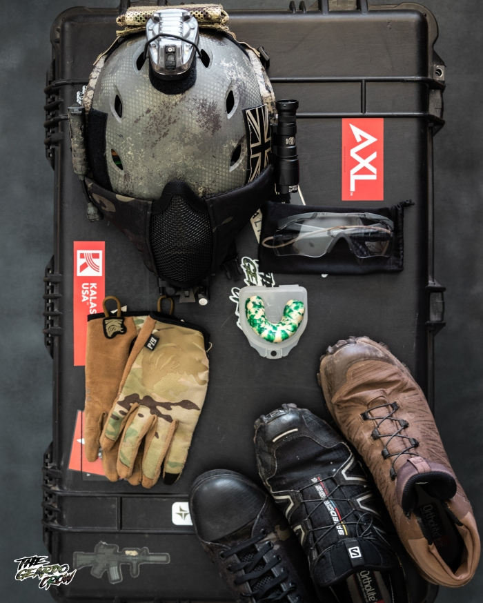 opscore helmet, pig gloves