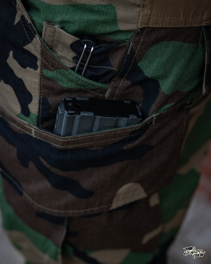 The geardo crow wearing his platatac dax v4s showing the hidden rifle mag pouch